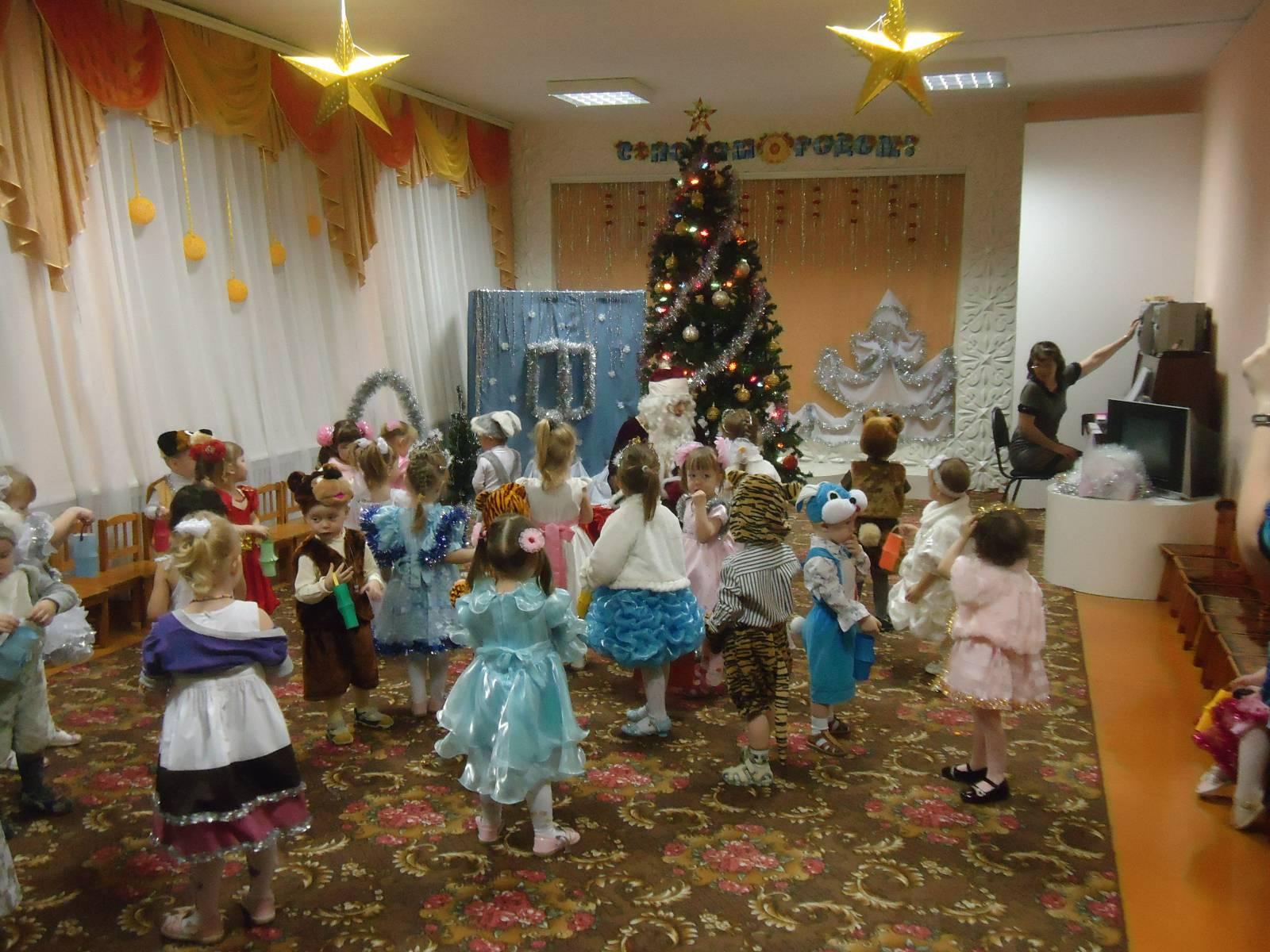 Сценарий на новый год детский сад 5 6 лет